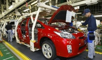 toyota-workers-assemble-parts-on-new-prius-hybrid-vehicles-_120517225248-638